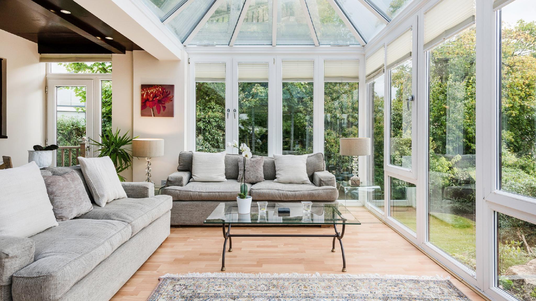 Luxury Riverside Home, Near Windsor Castle Legoland London Within 20 Minutes