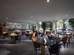 FM7 Resort Hotel Jakarta Jakarta - Restaurant Area