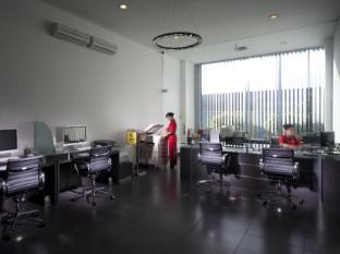 FM7 Resort Hotel Jakarta Jakarta - Business Center