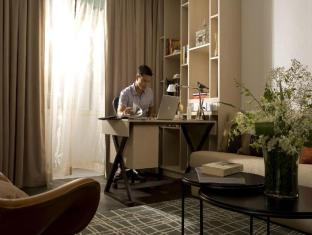 Fraser Suites Singapore Singapore - Two Bedroom Residence - Living room with work area