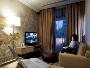Fraser Suites Singapore Singapore - One Bedroom Residence - Living room with work area