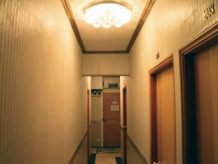 Comfort Lodge Hong Kong - Room Hallway