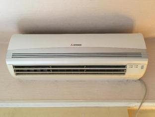 Comfort Lodge Hong Kong - Air Conditioner