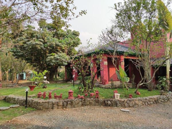 Garden House Stay With Big  pond in Sankamphaeng Chiang Mai