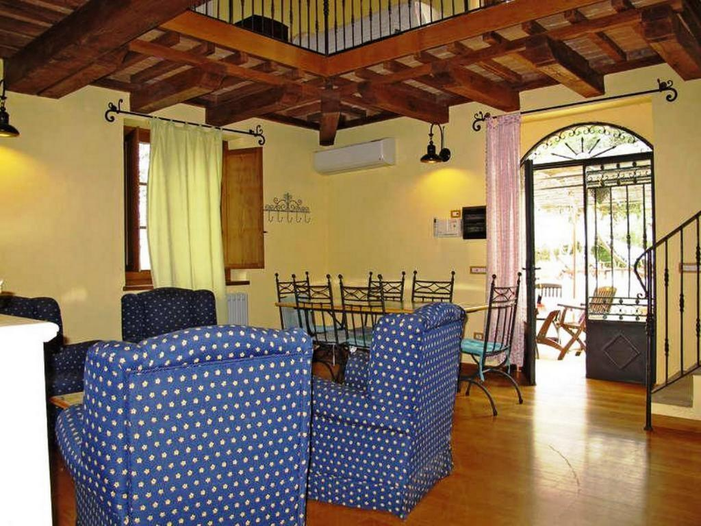 Villa Cottage Umbertide, close to Gubbio and Assisi, with panoramic pool