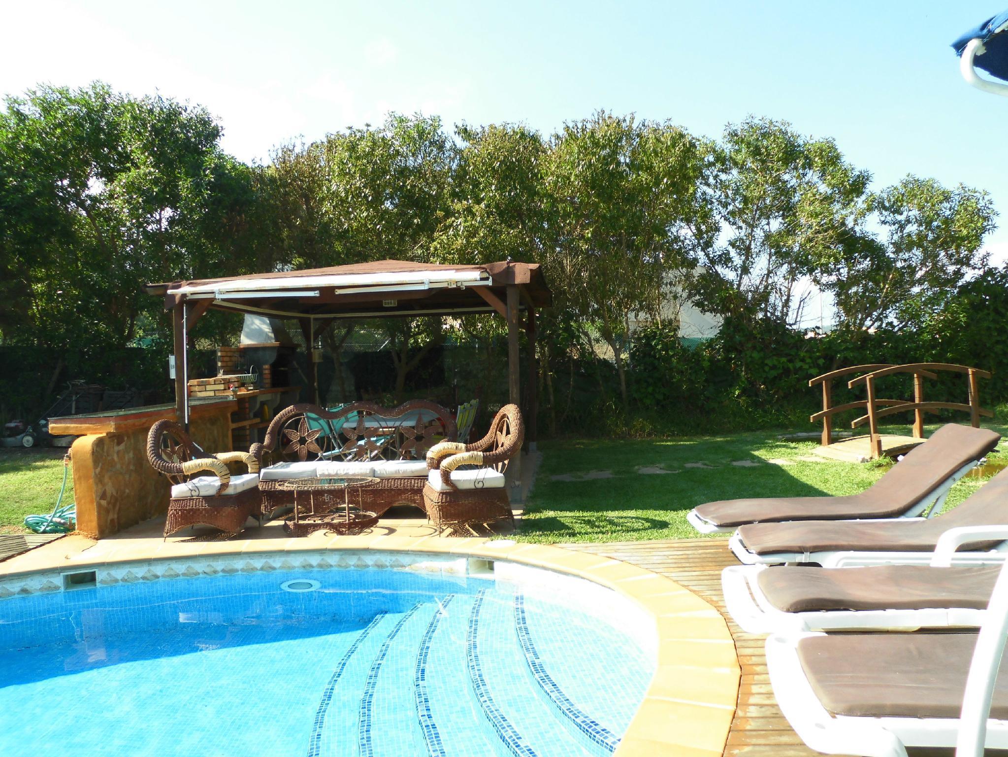 Villa Cristina, villa with 6 bedrooms, pool and garden near the beach