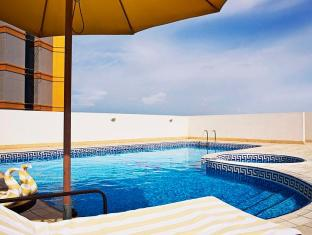 TIME Topaz Hotel Apartment Dubai - Swimming Pool
