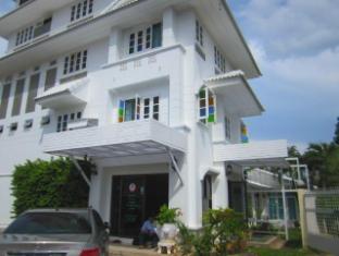 Na Na Chart Phuket Пукет - Фасада на хотела
