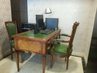 Oriental Lander Hotel Hongkong - Business Center