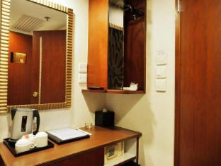 Oriental Lander Hotel Hong Kong - Guest Room
