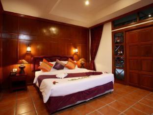 Royal Phawadee Village Patong Beach Hotel Phuket - Hotellihuone