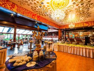 Royal Phawadee Village Patong Beach Hotel Phuket - Buffet