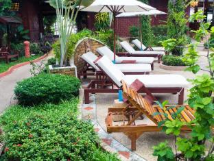Royal Phawadee Village Patong Beach Hotel Phuket - Ympäristö