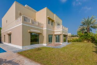 Rojen Luxury 5 Bedrooms Villa in Meadows With Great View - Dubai
