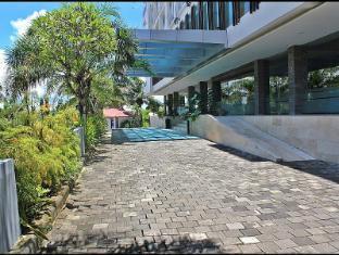 Harrads Hotel and Spa Bali - Harrads 2 building entrance