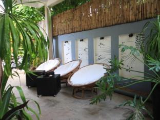 Frangipani Villa-60s Hotel Phnom Penh - Relax Walkway