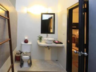 Frangipani Villa-60s Hotel Phnom Penh - Bathroom