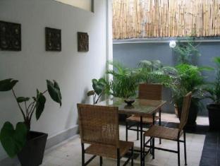 Frangipani Villa-60s Hotel Phnom Penh - Restaurant Table