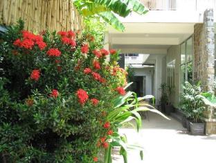 Frangipani Villa-60s Hotel Phnom Penh - Entrance