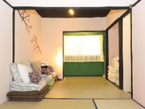 Traditional 2F House near Umeda 9 ppl 2 Mins Sta