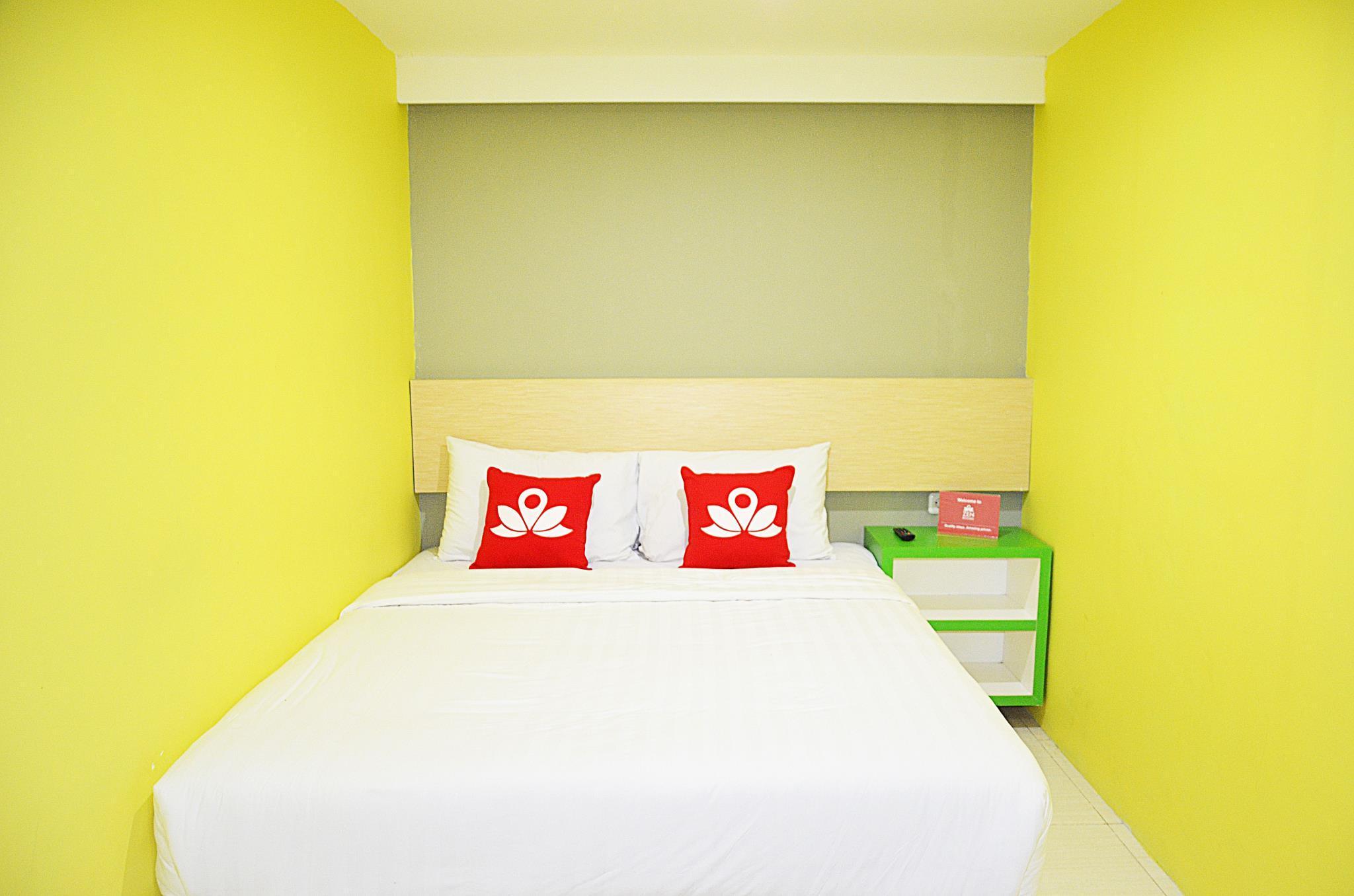 ZEN Rooms Near Tunjungan Plaza