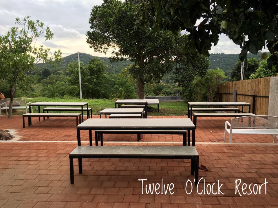 Twelve O'Clock Resort ทะเวลฟ์ โอคล็อค รีสอร์ต