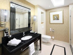 Hotel Kings Court Prague - Deluxe Room Bathroom