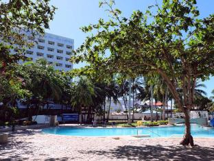EGI Resort and Hotel Mactan Island - בריכת שחיה
