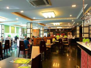 R Mar Resort and Spa Phuket - Restoran