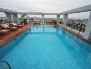Romance Hotel Hue - Swimming Pool