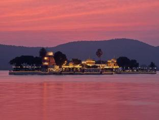 Jagmandir Island Palace Hotel