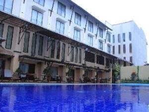 登巴萨酒店 (The Grand Santhi Hotel)