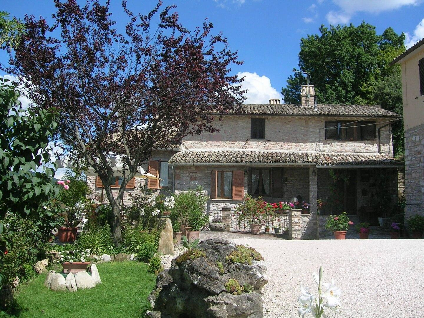 HOLIDAY HOUSE & APARTMENTS IN ASSISI