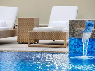 Media One Hotel Dubai - Zwembad