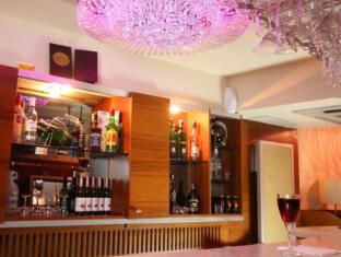Q Inn Hotel