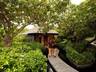 The Sun Siyam Iru Fushi Luxury Resort Maldives Islands - Spa walkway