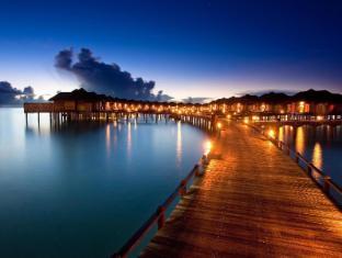 The Sun Siyam Iru Fushi Luxury Resort Maldives Islands - Pathway to water villas