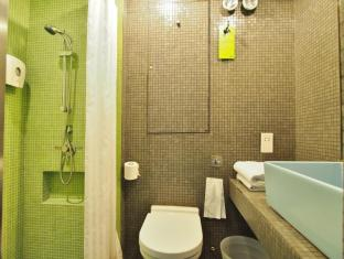 Y Loft Youth Square Hong Kong - Twin with Balcony Bathroom