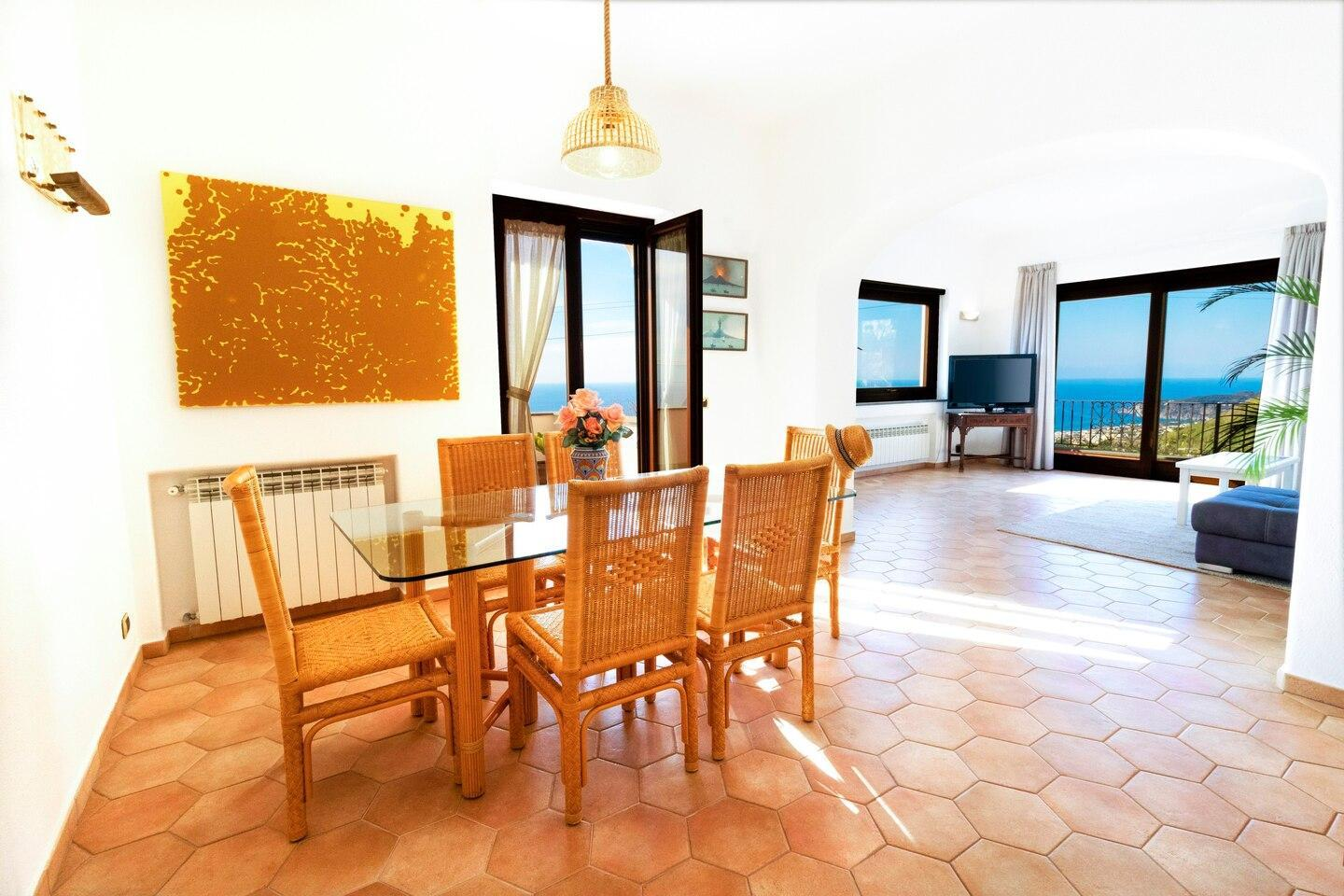 TRAMONTO: exclusive apartment with sea-sunset view