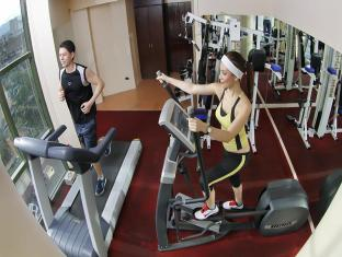 Sarrosa International Hotel and Residential Suites Cebu City - Gym