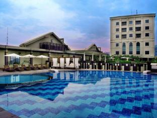Grand Aston City Hall Hotel & Serviced Residences Medan - तरणताल