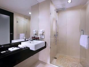 Grand Aston City Hall Hotel & Serviced Residences Medan - Łazienka