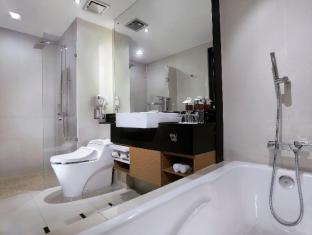 Grand Aston City Hall Hotel & Serviced Residences Medan - बाथरूम