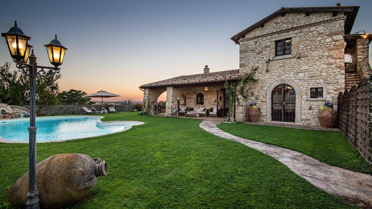 Rome-Beautiful Villa with pool 2 steps from Rome