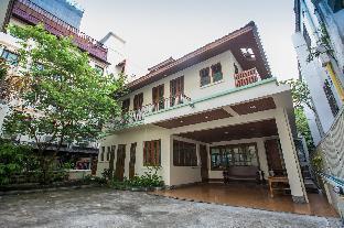 4 BR Villa walks to Pratunam, Indra market & BTS 4 BR Villa walks to Pratunam, Indra market & BTS