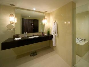 Pullman Kuching Hotel Kuching - Bathroom