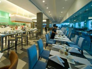 Pullman Kuching Hotel Кучинг - Ресторант