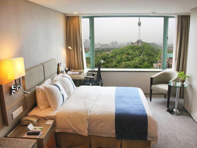 1 King Bed Exec Suite River View Smoking