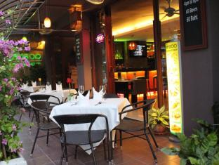 Hemingway's Hotel Phuket - Restaurang