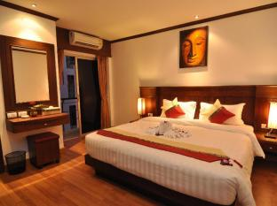 Hemingway's Hotel Phuket - Gästrum